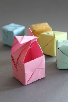 DIY - Origami Cube Sonobe Style. These are great, but the instructions are in German.