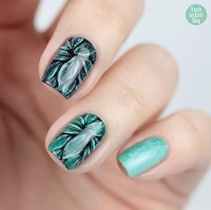 Dry Brush Stamping Nailart with Essie – Mint Candy Apple, ruffles and feathers, mind your mittens – by frischlackiert