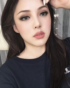 Ponys make up Korean Makeup Look, Korean Makeup Tips, Asian Eye Makeup, Korean Makeup Tutorials, Asian Makeup Hacks, Korean Makeup Ulzzang, Eyeshadow Tutorials, Beauty Make-up, Hair Beauty