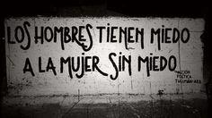Los hombres tienen miedo a la mujer sin miedo #Acción Poética Tucumán #calle