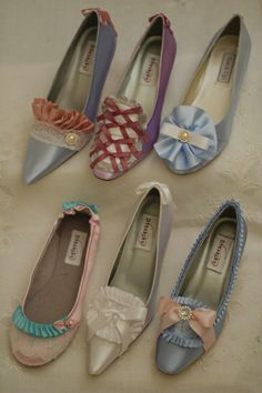 Marie Antoinette inspired shoes - I want the flats! Vintage Gowns, Vintage Shoes, Vintage Outfits, Vintage Fashion, Heeled Boots, Shoe Boots, Charles James, Decorated Shoes, Doll Shoes
