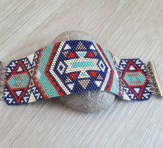 Manchette miyuki bleue  #manchette #bracelet #perles #miyuki #beads #tissage #peyote #tendance #handmade #fashion #bijoux Envie d'une manchette sur mesure, contactez-moi: lolenza@yahoo.fr
