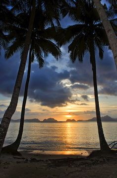 Sunset in EI Nido (meaning: de Nest), Palawan, Southern Tagalog_ Philippines