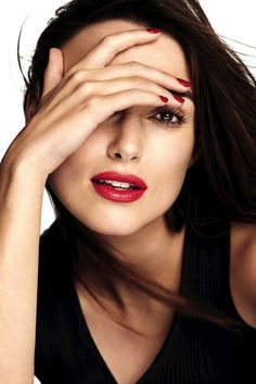 Keira Knightley - Chanel Rouge Coco Lipstick Photoshoot Keira Knightley Style, Outfits and Clothes. Keira Knightley Chanel, Kira Knightley, Keira Christina Knightley, Keira Knightley Makeup, No Make Up Make Up Look, Gorgeous Women, Beautiful People, Chanel Rouge, Elisabeth I
