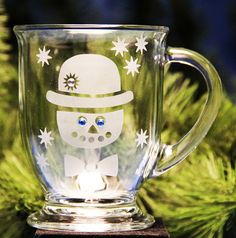 This glass etched snowman hot cocoa mug makes a great Christmas gift! Etching is permanent, Stencils re-usable, so you can make lots of them! Made w/Armour glass etching cream & stencils avail @ www.etchworld.com (Christmas crafts)