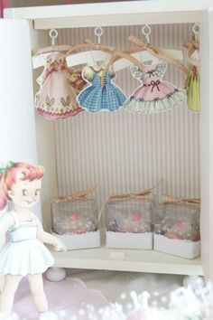 The Party Wagon - PRETTY PAPER DOLL PARTY