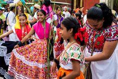 Oaxaca siempre lleno de colores, bajo el respeto de una tradición ancestral. #Oaxaca #Colours #Mexico