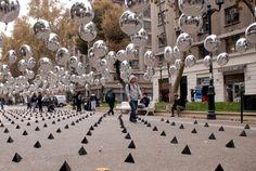 Intervención urbana con globos