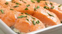 Pour un plat gourmand et copieux, voici une recette pour cuisiner du saumon farci au fromage frais. À vos fourneaux.