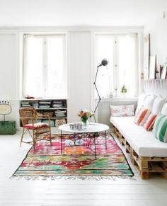 Pallet couch via Kim Grey