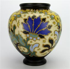 Find the worth of your Gouda (Netherlands) ceramics. Research 221 prices and auction results. Learn the market value of your Gouda (Netherlands) ceramics. Painted Vases, Hand Painted Ceramics, Ceramic Pottery, Pottery Art, Gouda Netherlands, Wood Vase, Ceramic Painting, Exotic Flowers, Floral Motif