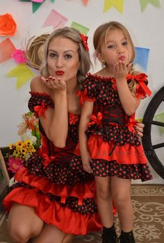 São João    Idéias e dicas para os vestidos e trajes típicos para a criançada dançar quadrilha Party Dresses For Women, Wedding Dresses, Sewing For Kids, Kids And Parenting, Pretty Outfits, Marie, Kids Outfits, Flower Girl Dresses, Fashion Bubbles