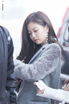 South Korea News, Rapper, Blackpink Fashion, Jennie Blackpink, Airport Style, Airport Fashion, Flow, Asia, Singers