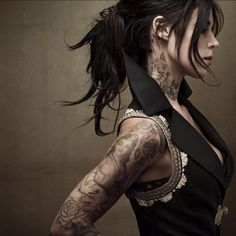 Kat Von D , master of tatoo Sexy Tattoos, Body Art Tattoos, Tattoos For Women, Sleeve Tattoos, Tattooed Women, Tattoo Sleeves, Tattos, Face Tattoos, Small Tattoos