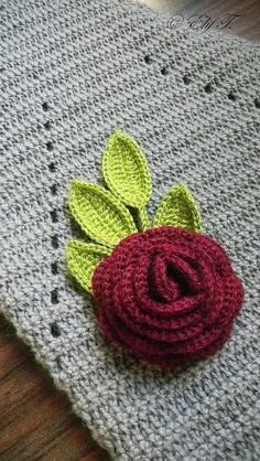 crochet rose with leaves by Renata Barillari