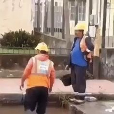 Trying to stay busy Jokes Videos, Funny Video Memes, Crazy Funny Memes, Wtf Funny, Videos Funny, Hilarious, Beste Gif, Dog Jokes, Images Gif
