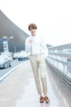 His smile is to die for! Meteor Garden Cast, Meteor Garden 2018, Handsome Korean Actors, Handsome Boys, Hot Actors, Actors & Actresses, Chen, Dramas, Shan Cai