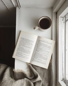 Morning coffee, book and woolly blanket on windowsill via Tirill Svaler Books To Read, My Books, Book Aesthetic, Coffee Photography, Coffee And Books, Foto Pose, Study Motivation, Book Nerd, Bookstagram
