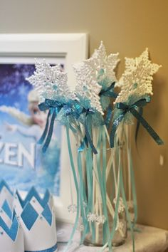 Frozen themed birthday party with Lots of Really Cute Ideas via Kara's Party Ideas | Cake, decor, cupcakes, games and more! KarasPartyIdeas....