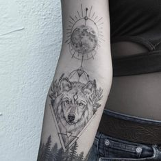 60 Amazing Wolf Tattoos - the best you& ever see - Wölfe tattoo - Wolf Tattoos For Women, Boys With Tattoos, Sleeve Tattoos For Women, Trendy Tattoos, Wolf Tattoo Forearm, Lone Wolf Tattoo, Small Wolf Tattoo, Wolf Tattoo Back, Wolf Sleeve