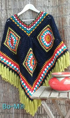 Bright poncho with green fringe Mode Crochet, Crochet Poncho Patterns, Crochet Coat, Crochet Cardigan, Crochet Granny, Crochet Scarves, Crochet Shawl, Crochet Clothes, Crochet Baby