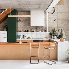 21 Modern Kitchen Ideas Every Home Cook Needs to See - Site Home Design Kitchen Decorating, Home Decor Kitchen, Interior Design Kitchen, Home Kitchens, Kitchen Dining, Kitchen Stools, Kitchen Mat, Apartment Kitchen, Küchen Design
