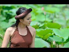 Beautiful Vietnamese woman besides Lotus Beautiful Vietnamese Women, Beautiful Asian Women, Vietnamese Traditional Dress, Traditional Dresses, Places Worth Visiting, Vietnam Girl, Asia Girl, Ao Dai, S Girls
