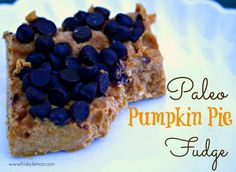 Paleo Pumpkin Pie Fudge - aip friendly when you leave out the chocolate chips #aipaleo #fall #recipe