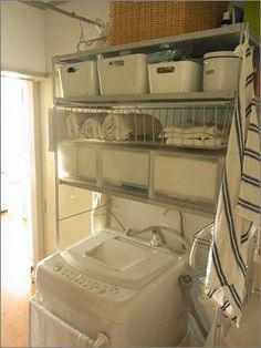 お客様からの「洗濯機上のスペースを収納にしたいのですが・・」というご相談がけっこうあります。洗濯機はだいたいの場合お風呂の近くなので、タオルや下着の置き場...