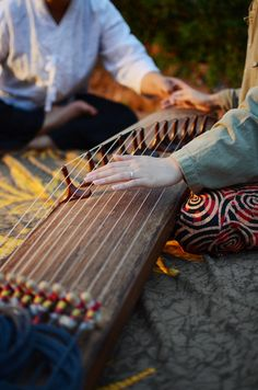 playing the gayageum