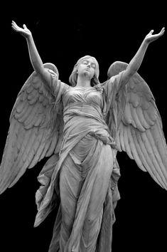 Dietrich Buxtehude Une sculpture d'un ange. Cemetery Angels, Cemetery Statues, Cemetery Art, Angels Among Us, Angels And Demons, I Believe In Angels, Angels In Heaven, Heavenly Angels, Guardian Angels