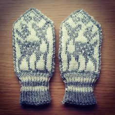 Bambi mittens for toddlers. Bambi, Mittens, Knits, Knitted Hats, Toddlers, Winter Hats, Gloves, Knitting, Fingerless Mitts