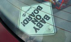 """Vigyázz! #Baba az autóban!  Számtalanszor látom a feliratot az autók hátsó ablakán: """"Vigyázz! Baba az autóban!"""". Nyilván nem arra céloznak ezek a matricák, ami nekem ilyenkor elsőre eszembe jut, nevezetesen, hogy #kisbabával utazni talán még kalandosabb, mint egy kamasszal."""