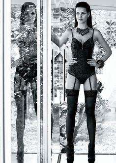 Passion Mexicaine de @aubadeparis Une ligne sophistiquée et raffinée puisant ses codes de superposition dans l'esthétique des corsets hispaniques mettant en valeur les décolletés.  http://www.dessus-dessous.fr/aubade-passion-mexicaine-c-44_5637.html?&color=5146