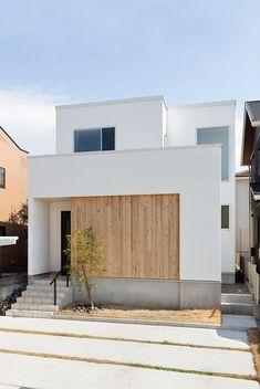 自然体で暮らす白い箱の家|施工実績|愛知・名古屋の注文住宅はクラシスホーム White Exterior Houses, Modern Exterior, White Houses, Interior Modern, Japanese Modern House, Japanese Home Design, House Tokyo, Muji Home, Compact House