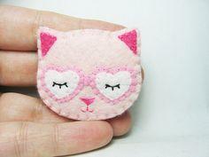 Dreamy Cat felt brooch