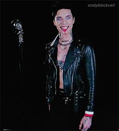 he literally made himself bleed hitting the mic and like that's his blood for real and yet he manages to look adorable. andy biersack everyone. Black Viel Brides, Black Veil Brides Andy, Punk Rock, Bvb Fan, Alex Grey, Andy Black, Cosplay Outfits, Lady And Gentlemen, Paul Mccartney