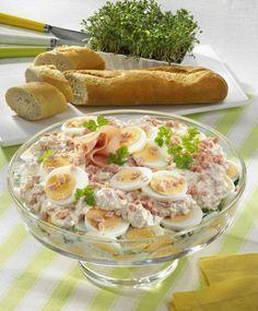 Unser beliebtes Rezept für Eier-Schicht-Salat und mehr als 55.000 weitere kostenlose Rezepte auf http://LECKER.de.