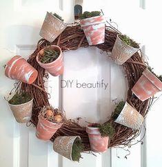 DIY Flower Pot Wreath www.diybeautify.com