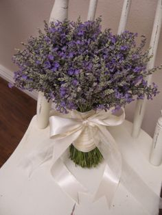 Lavender wedding flowers http://weddingflowersideas.blogspot.com/2014/05/lavender-wedding-flowers.html