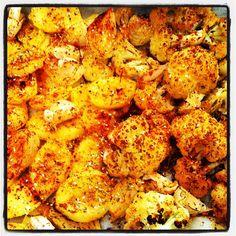 תפוחי אדמה, בצל כרובית, ושום בתנור/ צהריים  Photo by eliadamar • Instagram