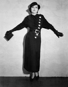 """I would happily face down the eternally undead to look like Zita Johann in her fab semi-militaristic Deco fashions from """"The Mummy. Golden Age Of Hollywood, Classic Hollywood, Old Hollywood, Hollywood Actresses, 1930s Fashion, Vintage Fashion, Hollywood Monsters, Classic Actresses, Vintage Handbags"""