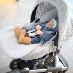 Baby's Onlyn suojaavan kuomun ja päällisen avulla voit muokata vauvan turvakaukalosta omaan ja vauvasi tyyliin sopivan