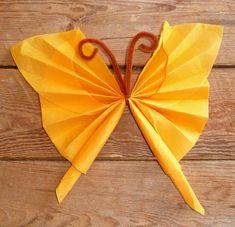 pliage de serviette en papier en forme de papillon, pliage en papier d'un papillon ,origami papillon, serviette en papier en forme de papillon, decoration de table, recettes de cuisine et traditions