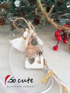 Christmas Home, Christmas Bulbs, Christmas Crafts, Christmas Decorations, Xmas, Holiday Decor, Christmas Ideas, Lucky Charm, Diy And Crafts