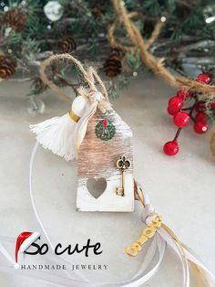 Christmas Home, Christmas Bulbs, Christmas Crafts, Christmas Decorations, Xmas, Holiday Decor, Christmas Ideas, Ceramic Houses, Lucky Charm