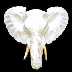 Animales. Elefante Blanco con dorado Ekléctika. Decohunter. El eclecticismo es un estilo de vida donde los puntos de vista diferentes, ideas y opiniones, aunque diferentes se unen para crear un estilo personal. consigue donde comprar estos productos en Colombia