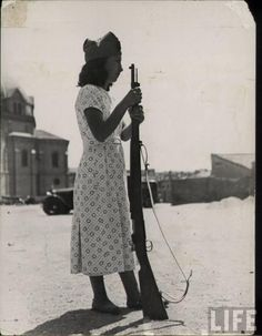 Anarchist Militia Women, Spanish Civil War ca. - Visit to grab an amazing super hero shirt now on sale! Women In History, World History, Fotografia Social, Military Coup, Military Women, Life Magazine, Japan, Historical Pictures, Old Pictures