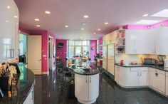 The curved worktops and hot pink walls are one of the reasons why the house is proving difficult to sell, apparently Retro Interior Design, Flat Interior, Interior Rugs, Interior Decorating, Crib For Sale, Michigan, California Homes, Pink Walls, Honeymoons