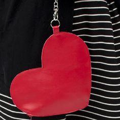 Heart Wristlet Tutorial - http://www.diycraftsblog.com/heart-wristlet-tutorial/ #Heart, #Tutorial, #Wristlet